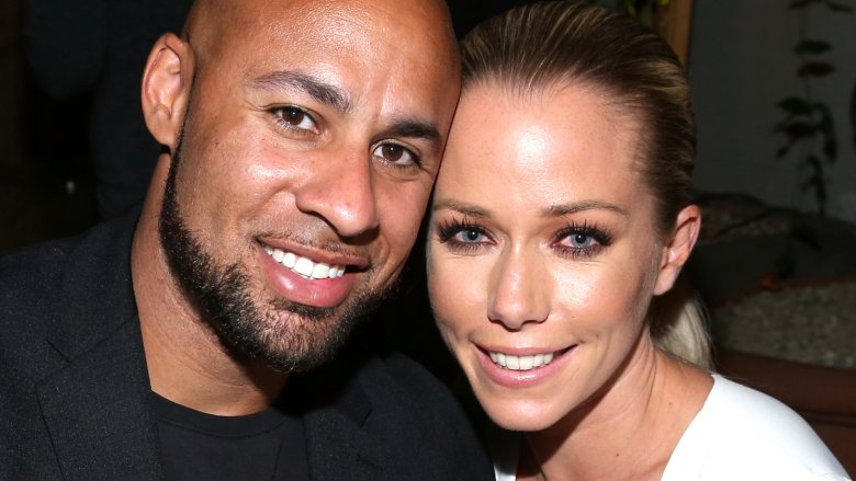 Kendra Wilkinson Ditches Wedding Ring Amid Hank Baskett Divorce Reports