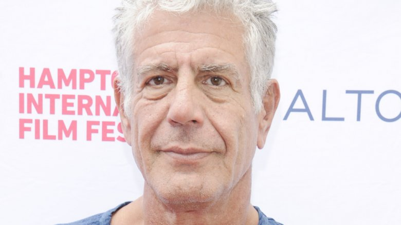 Fans pay tribute to Bourdain at star's restaurant