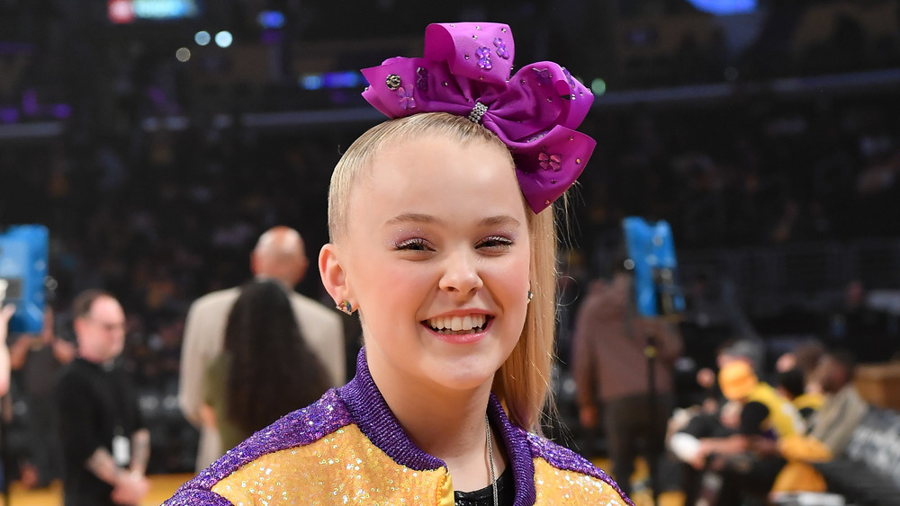 JoJo Siwa at Lakers game