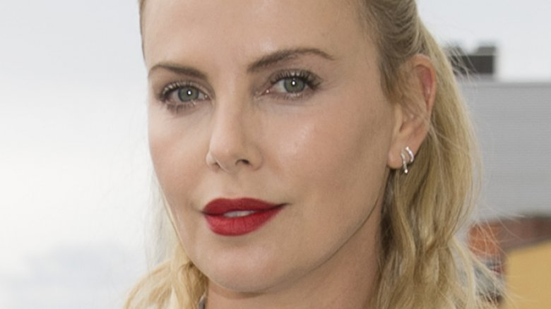 who is actress charlize theron dating Without a doubt, charlize theron is one of the most beautiful women in hollywood i don't know about you, but whenever i see her on the big screen, i am kind of in awe of her face, her talent, and her everything, let's be real.