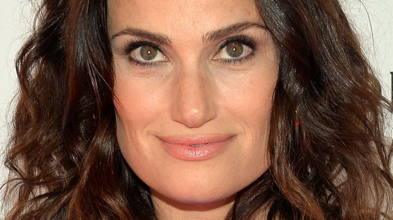 Idina Menzel secretly marries boyfriend Aaron Lohr at home
