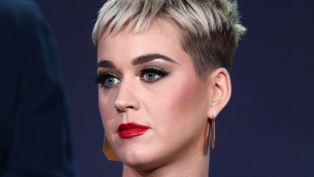 Katy Perry collapses after gas leak on 'American Idol'