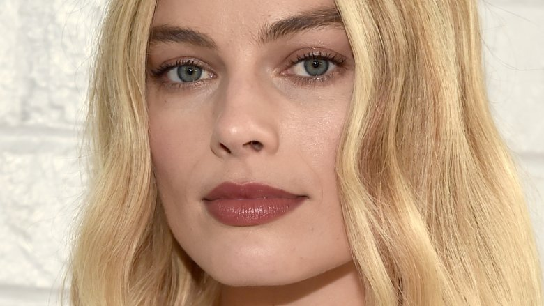 Actress Margot Robbie Only Wears Her Wedding Ring On Weekends