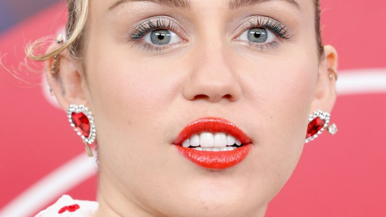 Fans Think Miley Cyrus Is Pregnant Because Of This Thanksgiving Photo