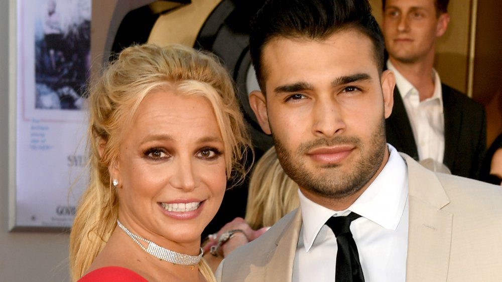 Britney Spears & Sam Asghari Show Off Steamy Bods For Pool Day