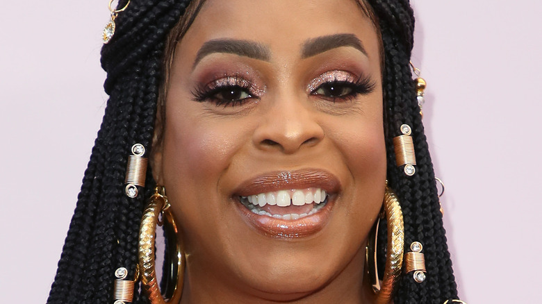 Niecy Nash smiling