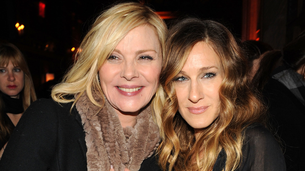 Kim Cattrall and Sarah Jessica Parker posing for the camera