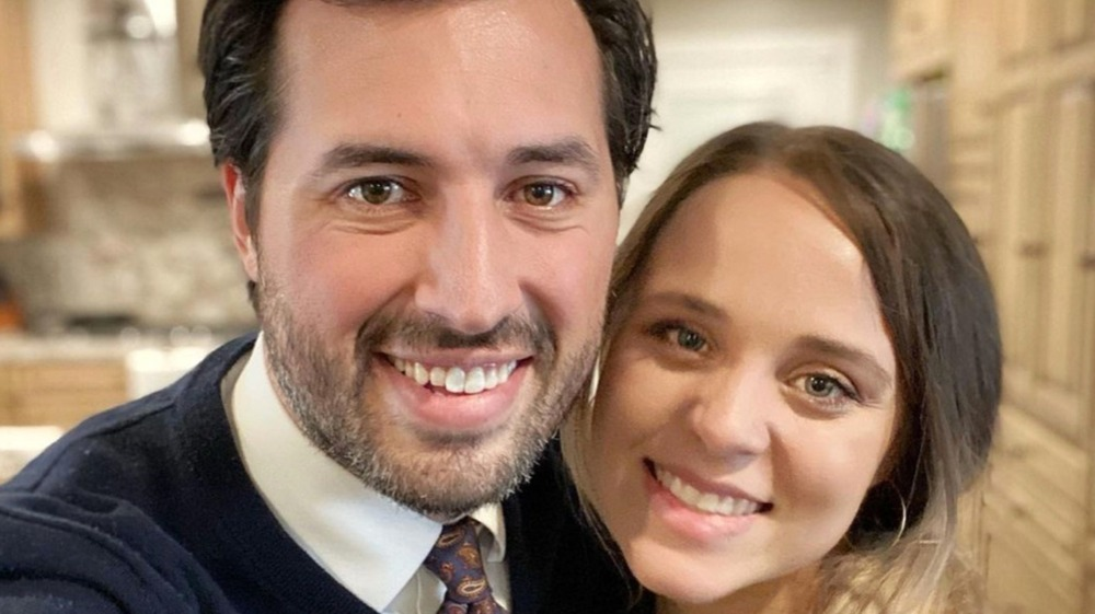 Jeremy  and Jinger Vuolo pose for a selfie