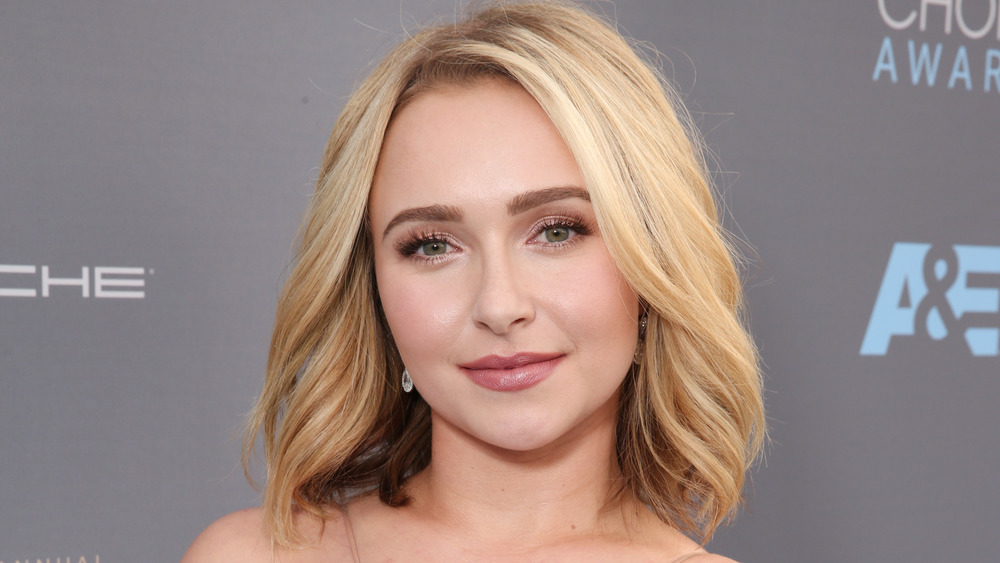 Hayden Panettiere posing on the red carpet