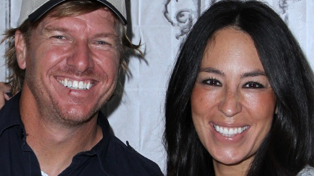 "Chip Gaines and Joanna Gaines promote ""The Magnolia Story"" book in 2016"