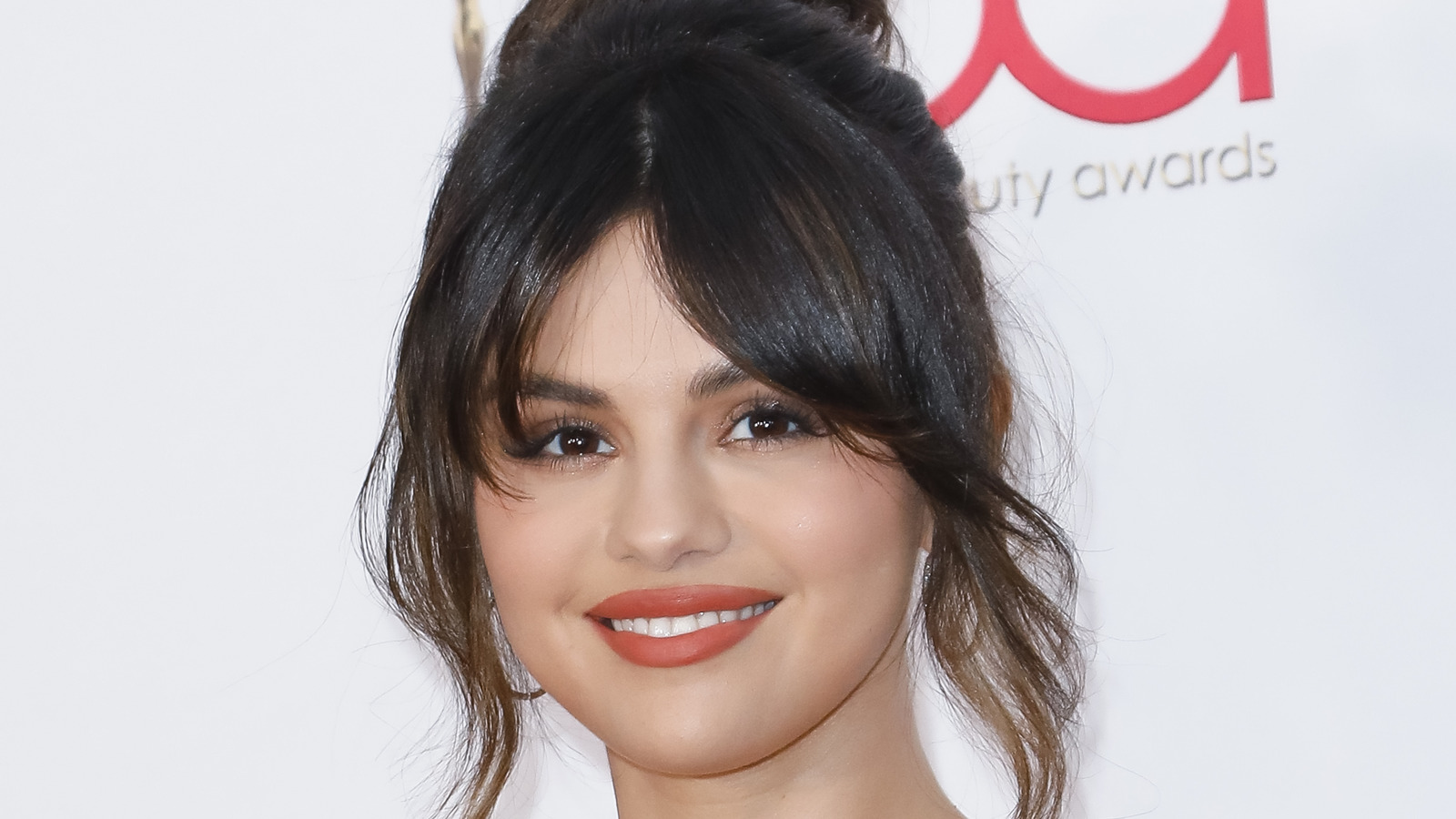 Selena Gomez's New Costar Has A Hilarious Reaction To Trolls.jpg