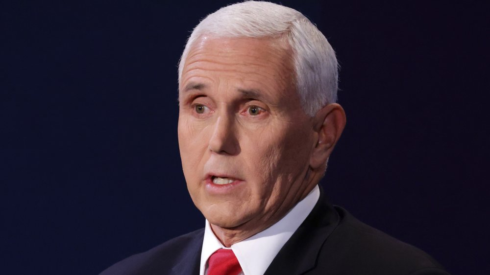 The Funniest Tweets About The Fly In Pence S Hair