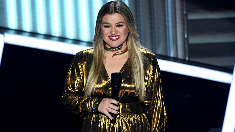 Kelly Clarkson hosting