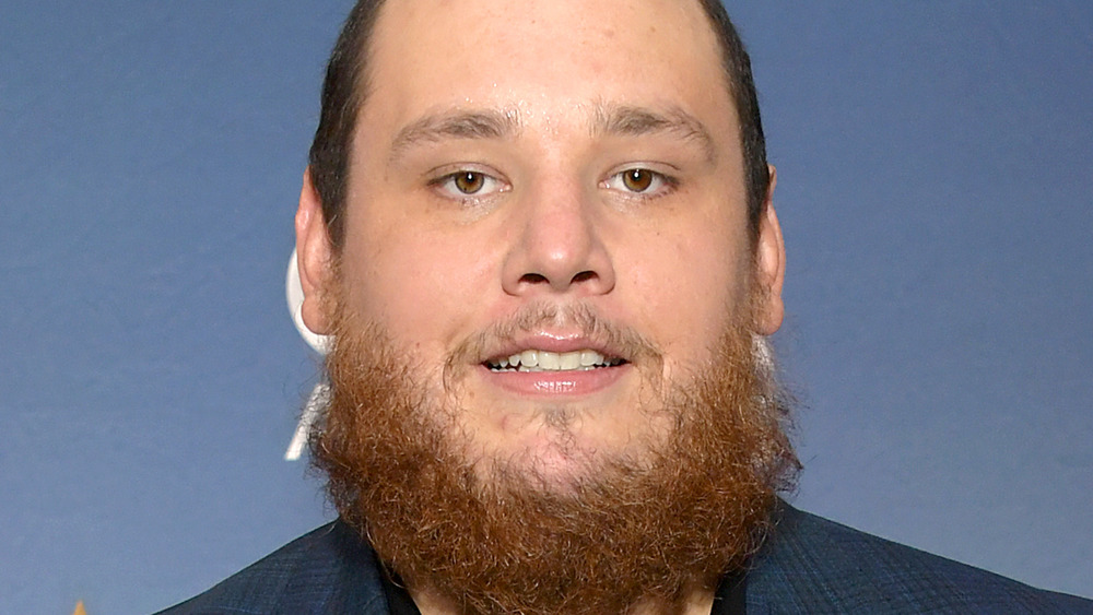 Luke Combs attends the CMA awards in 2020
