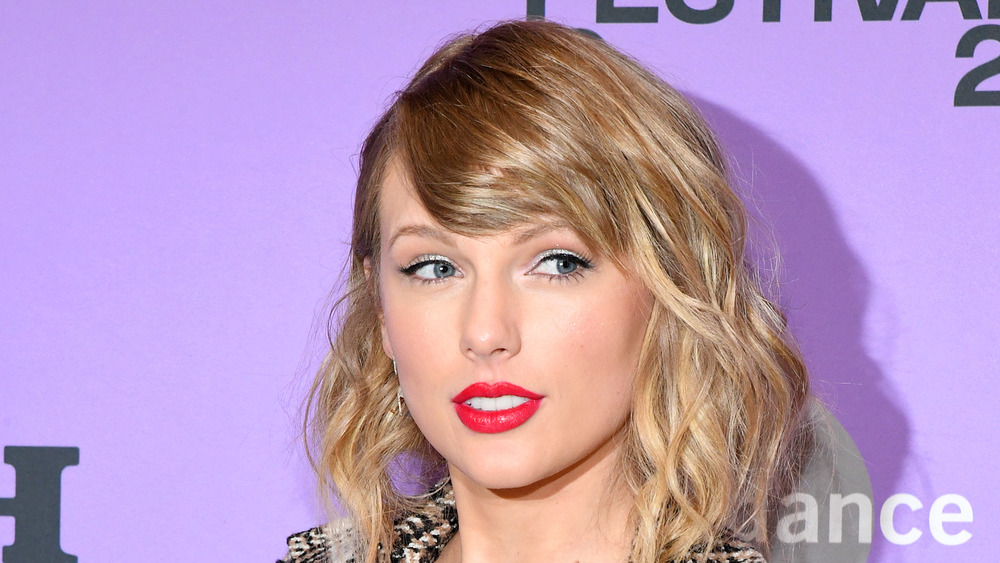 Taylor Swift wears red lipstick at an event