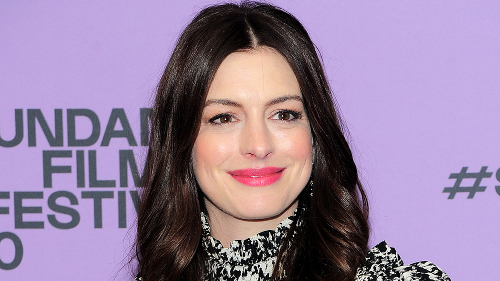 Anne Hathaway poses on the red carpet