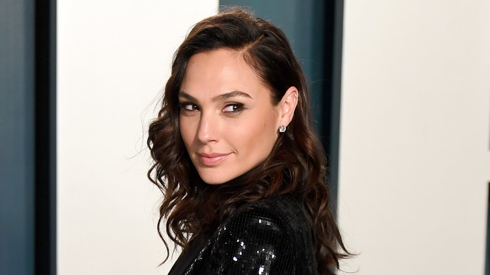 Gal Gadot poses at premiere