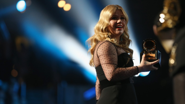 Sad truth behind Kelly Clarkson's estranged dad