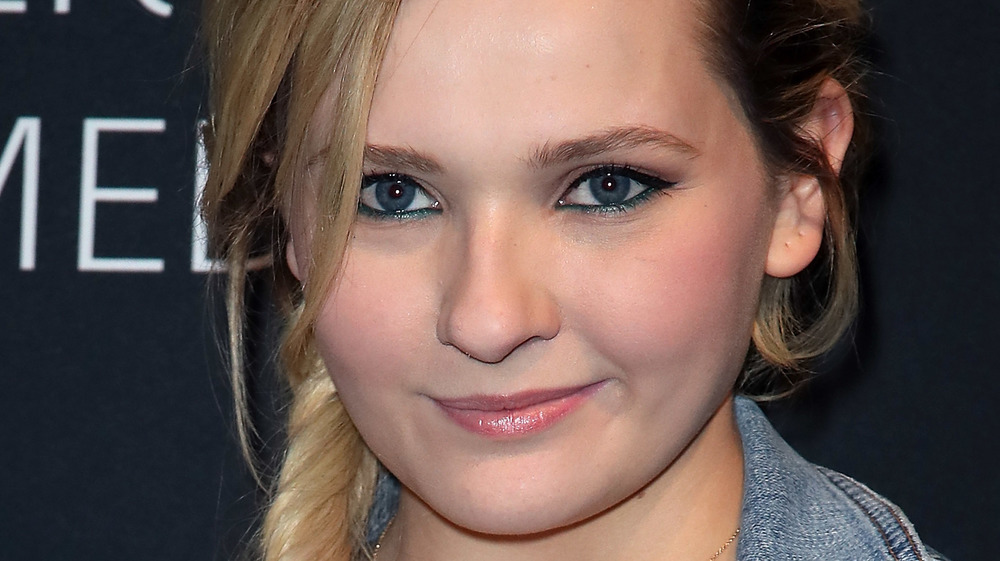Abigail Breslin posing at the Dirty Dancing premiere