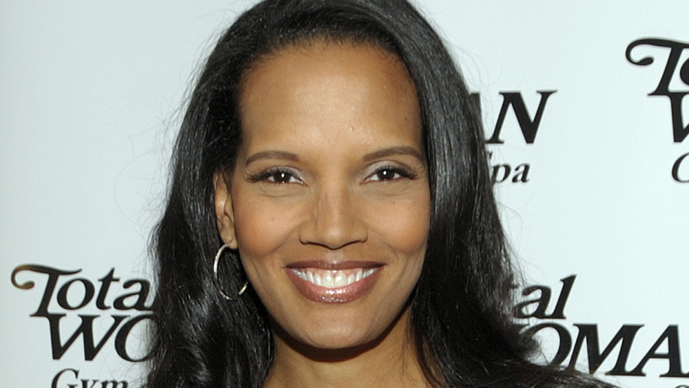 Shari Headley smiling
