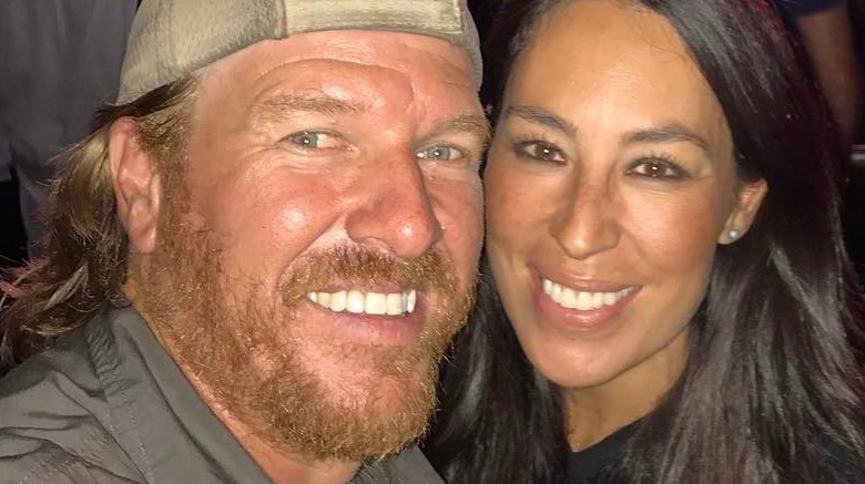 chip joanna gaines 39 new tv network the untold truth. Black Bedroom Furniture Sets. Home Design Ideas