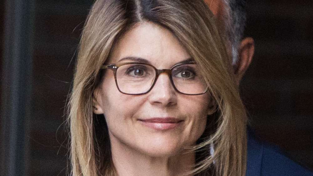 Lori Loughlin wearing glasses while leaving the courthouse